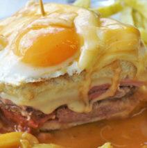 Francesinha com Ovo e Batata Frita
